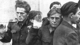 Группа венгерских военнослужащих перед расстрелом