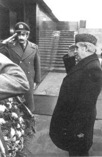 Тараки возлагает венок к мавзолею В.И.Ленина